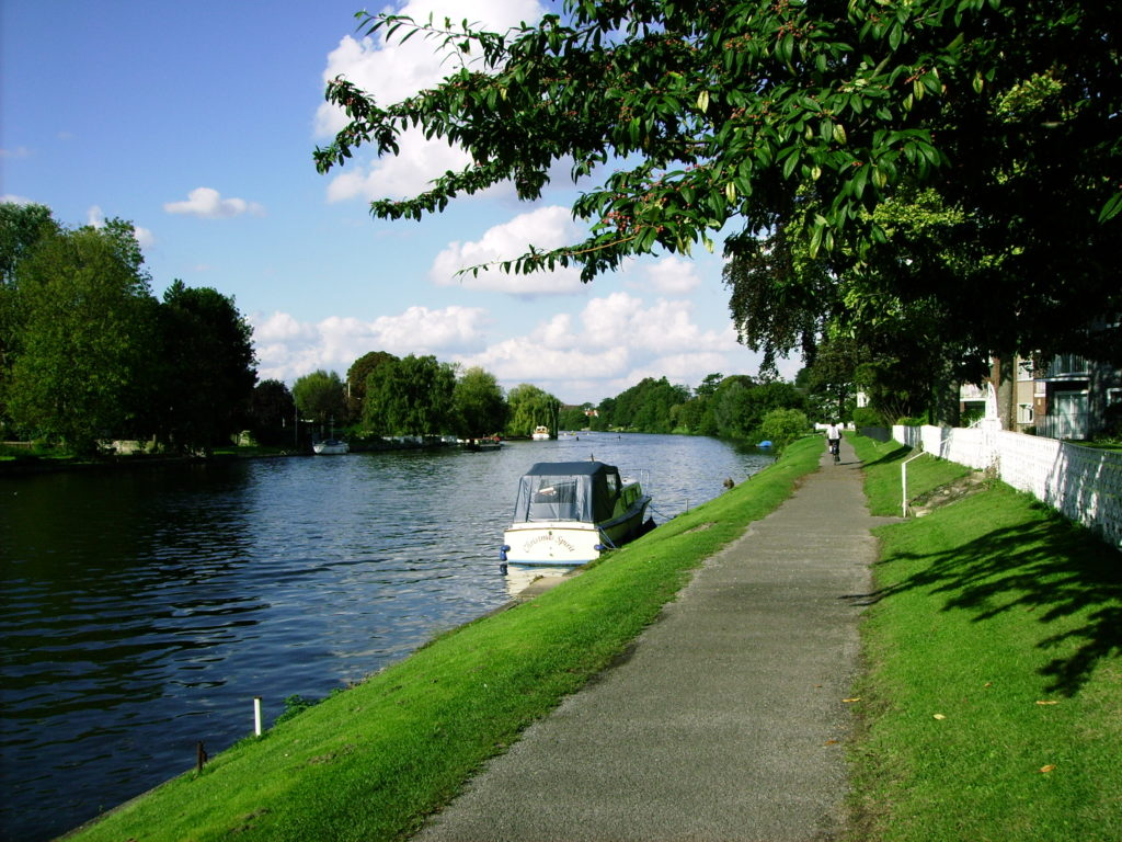2006_London-Slough_along-Canal.