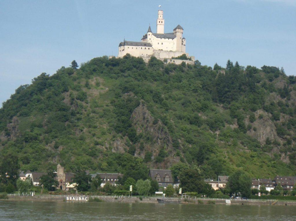 2014_8_along__River-Rhine_Braubach